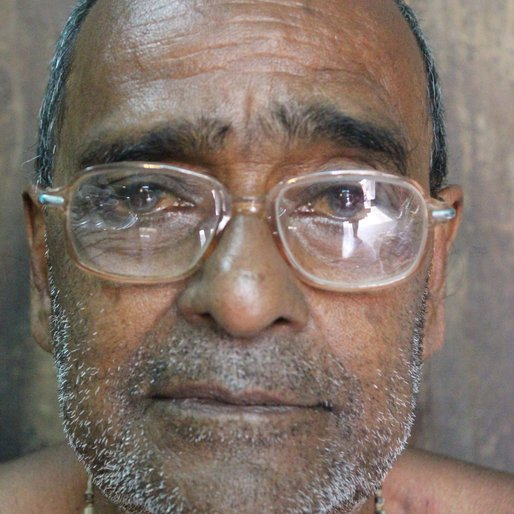 Balaram Dey is a Weaver from Islampur (town), Raninagar-I, Murshidabad, West Bengal