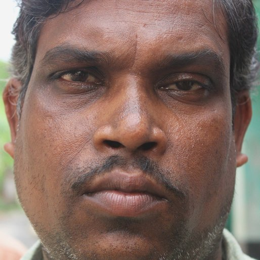 Biswanath Sinha is a Weaver from Islampur (town), Raninagar-I, Murshidabad, West Bengal