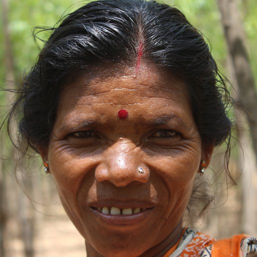 CHOBI HEMBRO is a Labourer from Jorkadanga, Aushgram, Bardhaman, West Bengal