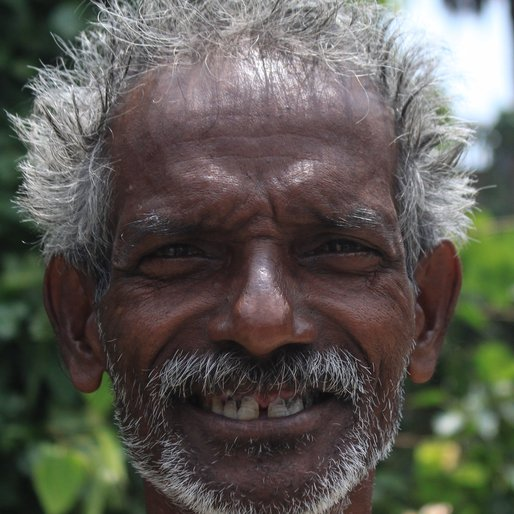 BAKUL PAKHIRA is a Carpenter from Bera Para, Bagnan I, Howrah, West Bengal