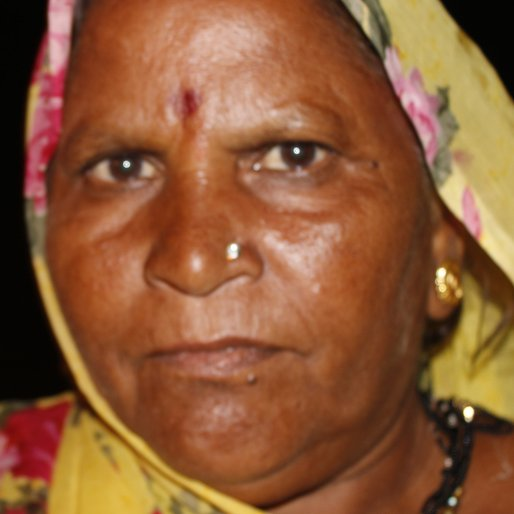 JUNABAI is a Agricultural labourer from Navdatoli, Kasrawad, Khargone, Madhya Pradesh
