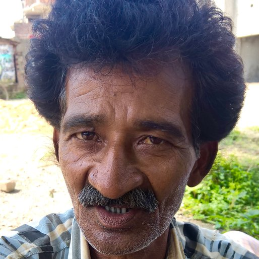 Dalim Pramanik is a Barber from Samserpur, Lalgola, Murshidabad, West Bengal