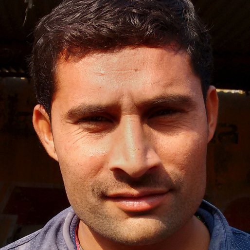 Manoj Kumar is a Fruit seller in the town market from Hansi, Hansi I, Hisar, Haryana