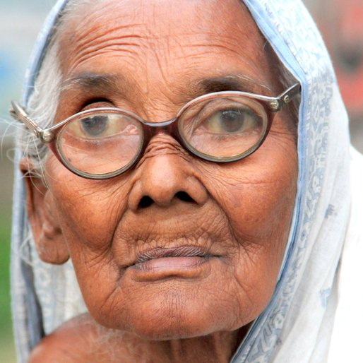 MONAJAAT BIBI is a Alms seeker from Rautara, Habra, North 24 Parganas, West Bengal