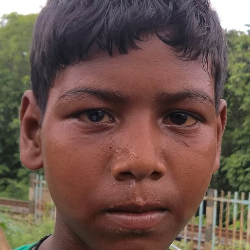 AKASH ROY is a Child labourer from Jhuppur, Nakashipara, Nadia, West Bengal