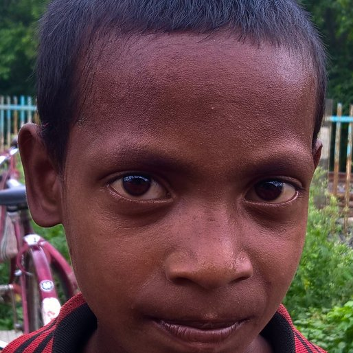 AMRIT ROY is a Child labourer from Jhuppur Railgate, Nakashipara, Nadia, West Bengal