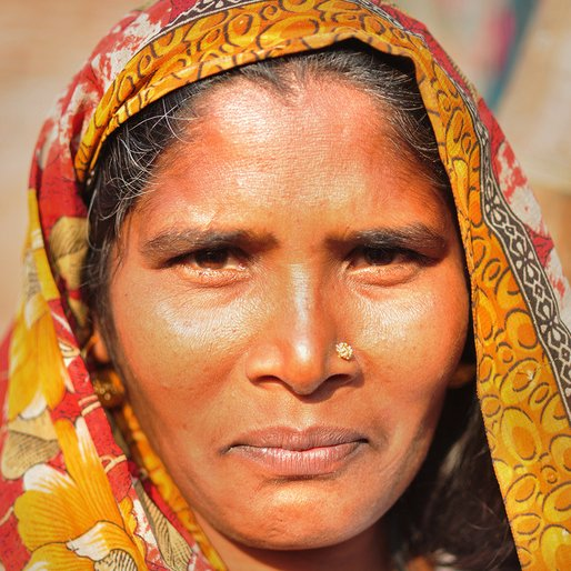 Phulwasa is a Handicraft worker  from Chandrawal, Misrikh, Sitapur, Uttar Pradesh