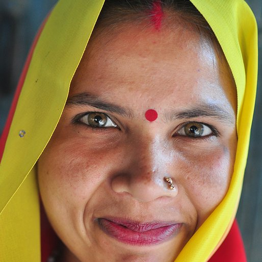 Pinky is a Handicraft worker from Kesawamaw, Gondlamau, Sitapur, Uttar Pradesh
