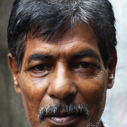 Ramesh Dey is a Barber from Birpur, Uluberia-I, Howrah, West Bengal