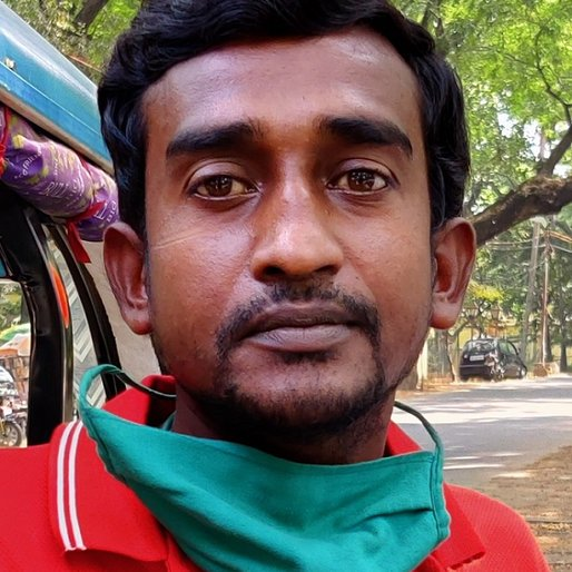 Rabi Mahato is a E-rickshaw driver and tourist guide during the day; <em>paani puri</em> seller in the evening from Surul (town), Bolpur Sriniketan, Birbhum, West Bengal