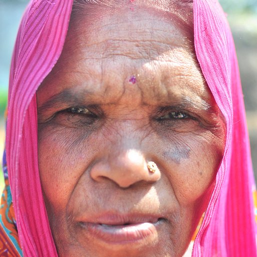 Ramrani is a Handicraft worker from Kasipur, Reusa, Sitapur, Uttar Pradesh