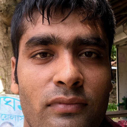 GOPAL PAL is a Labourer from Kaetpara, Ranaghat I, Nadia, West Bengal