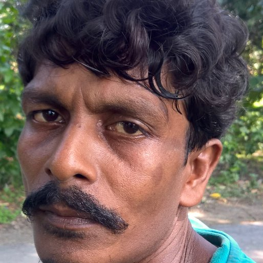 TUKU MONDAL is a Labourer from Bahirgachi, Ranaghat II, Nadia, West Bengal