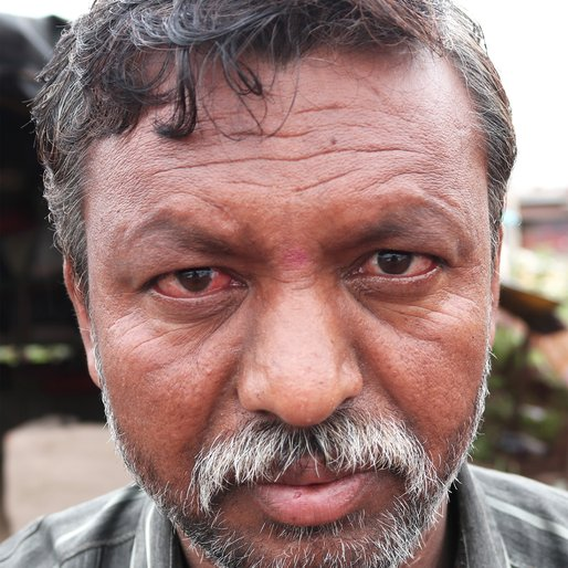 Shashikant Shinde is a Migrant labourer from Shetphale, Atpadi, Sangli, Maharashtra