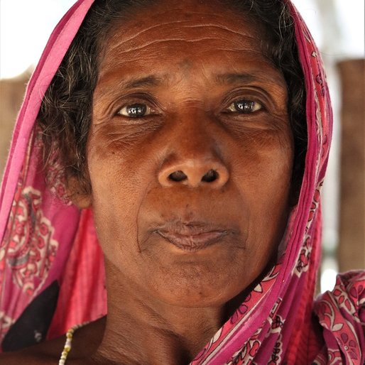 Sajani Bhui is a Daily wage labourer at construction sites from Paikapada, Kantapada, Cuttack, Odisha