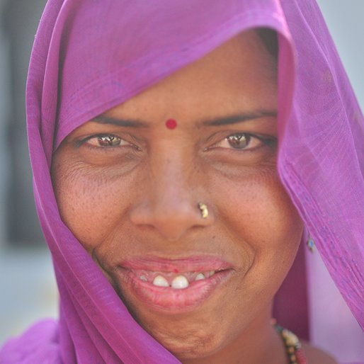 Sarojini is a Handicraft worker from Ashraf Nagar, Lucknow, Lucknow, Uttar Pradesh