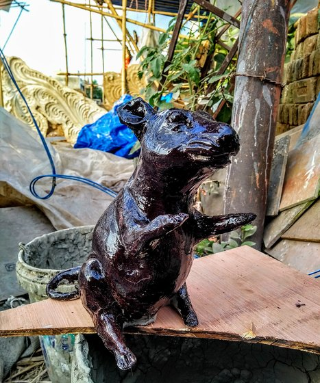 sculpture of rat