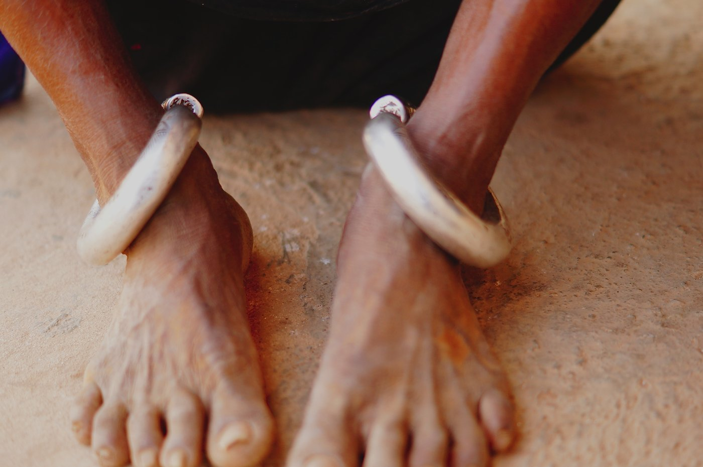 "Feet adorned with ""Kadla"" that weighs a half kg"