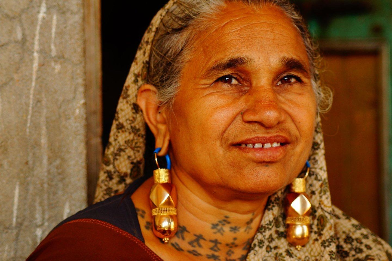 Vedla - earrings of the Maher community
